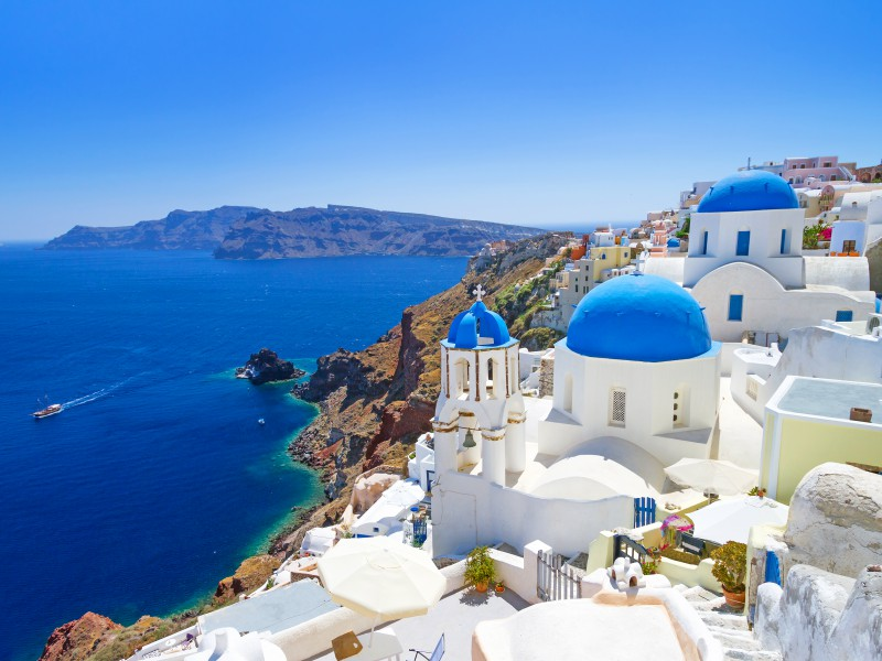 Copy of White architecture of Oia village on Santorini island, Greece_3